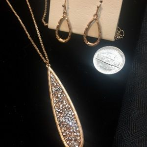 Jewelry - Beautiful Gold Teardrop Stone Necklace Set